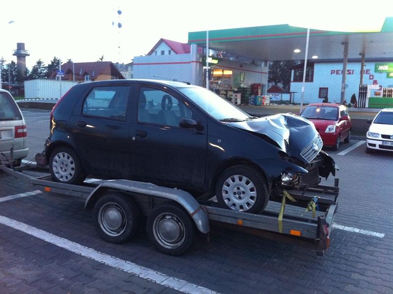 transport_ieftin_auto_avariate.jpg
